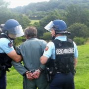Arrestation-de-Yves-Larsonneur