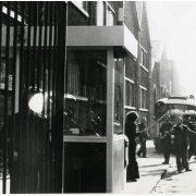 Boulogne Billancourt le 25 février 1972Pierre Overney, ouvrier militant de la Gauche Polétarienne est assassiné par Jean Antoine Tramoni, cadre de sécurité à la Régie Renault.